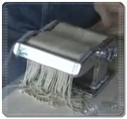 mesin pembuat pencetak mie keriting instan