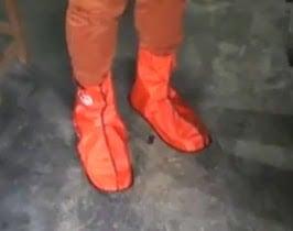 gambar jas hujan untuk sepatu