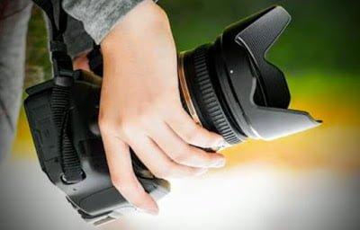 Cara pegang Kamera dslr